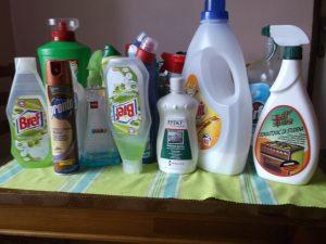 Čistiace prostriedky vyrábané chemicky
