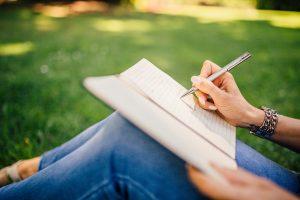 Písať sa dá aj na lúke v prírode